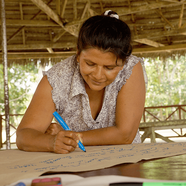 woman working with Minga on project in Loreto
